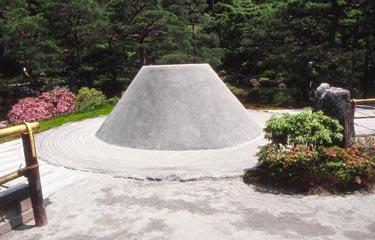 Ginkaku-ji, Sandkegel (Kogetsu-dai)