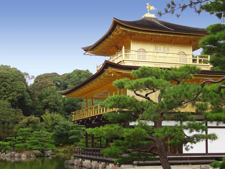 Die zweite und dritte Etage sind vollständig mit Blattgold überzogen